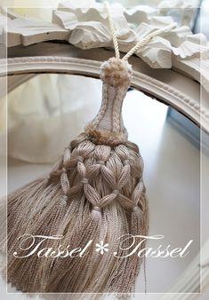 眠っていた サラサラ揺れるカラフルな糸にはシンプルが似合いました の画像|カルトナージュとタッセル TiAMo 奈良
