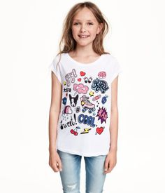 Short-sleeved top in jersey with a printed design and a rounded hem. Slightly longer at back.