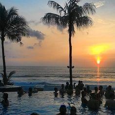 Sundowner #bali #beachlife #laptoplifestyle #digitalnomad #wanderlust #viptravel #sunset #sundowner #invigoratedliving