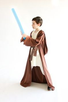 Learn how to make a floor length, hooded Star Wars robe, using a jacket from your closet as a pattern! Jawa Costume, Bowling Accessories, Bowling Bags, Star Wars Party, Adult Crafts, Obi Wan, Sewing Tutorials, Sewing Ideas, Kids Wear