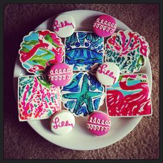 Lilly Pulitzer Inspired Cookies by ShopCookieCouture on Etsy Birthday Cookies, Cupcake Cookies, Sugar Cookies, Cupcakes, Yummy Cookies, Yummy Treats, Sweet Treats, Party Like Gatsby, Estilo Preppy