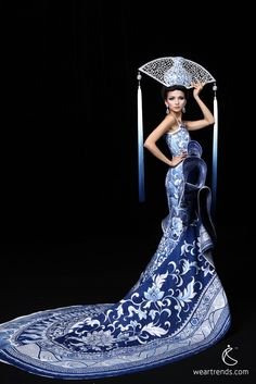 A model presents a creation by Chinese designer Xu Ming for a haute couture collection at China Fashion Week in Beijing November 1, 2012 - XU Ming est née le 2 juin 1965 à Heilongjiang. Description from pinterest.com. I searched for this on bing.com/images