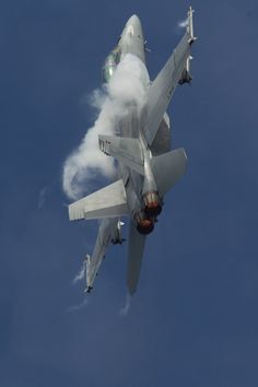 F18 Super Hornet climbs up and over during its superb display at RIAT 2012