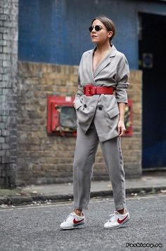 Oversized blazer / street style fashion / fashion week Week , Oversized blazer / street style fashion / Fashion week , Street Style Source by fromluxewithlove Street Style Shoes, Street Style Trends, Mode Outfits, Fashion Outfits, Blazer Fashion, Sneakers Fashion, Womens Fashion, Dress Outfits, Inspired Outfits