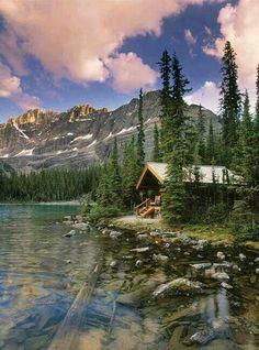 Foto-Kunstdruck: First Light Online), Canadiana, Blockhaus, Boral Lake Cabins, Cabins And Cottages, Mountain Cabins, Lake Mountain, Ideas De Cabina, Yoho National Park, National Parks, Log Cabin Homes, Cabins In The Woods