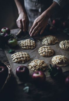 Apfel Rezepte: Apple Hand Pies - Call Me Cupcake Apple Hand Pies, Food Styling, Just Desserts, Dessert Recipes, Call Me Cupcake, Dark Food Photography, Photography Poses, Cupcake Drawing, Catering
