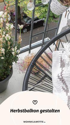 Wenn die Sommerblumen verblüht sind und die Tage kürzer werden, ist es höchste Zeit, Deinen Herbstbalkon zu gestalten. Wir geben Dir hilfreiche Tipps, welche Pflanzen sich dafür eignen und wie es auf Deinem Balkon auch im Herbst gemütlich wird. Bicycle, Summer Flowers, Helpful Tips, Seasons Of The Year, Balcony, Decorating, Autumn, Plants, Dekoration