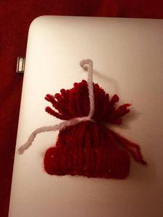 Caciulite handmade, decoratiuni bradut. – Catalina Bîrsan