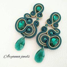 Orecchini in soutache di AryannaJewels Etsy su https://www.etsy.com/it/listing/573856479/orecchini-soutache-emerald