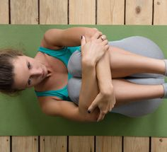 Barre3 founder Sadie Lincoln takes us through a one-minute exercise to build a neutral posture and strong physique.