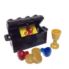 1 x Lego pirate treasure chest with 2 red and 2 yellow diamonds Parts /& Pieces