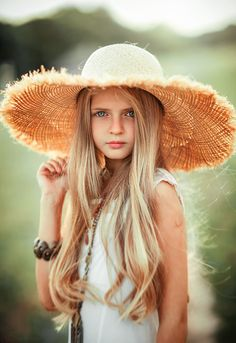 Angelina by Olga Boyko on Beautiful Little Girls, Beautiful Children, Beautiful Hijab, Beautiful Smile, Preteen Girls Fashion, Kids Fashion, Cute Girl Poses, Cute Girls, Picnic Pictures
