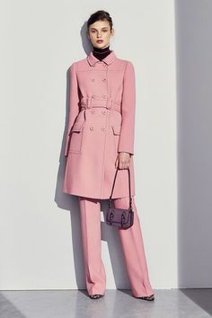 See the complete Bottega Veneta Pre-Fall 2017 collection.