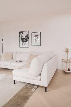 Hirsitalon ensimmäinen huonekalu - KAISA T. Love Seat, Couch, Furniture, Home Decor, Settee, Decoration Home, Sofa, Room Decor, Home Furnishings