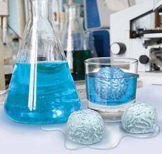 脳型の製氷器でつくった氷 : コレ需要ある…?発想が斜め上すぎる人体模型なアイテムいろいろ - NAVER まとめ