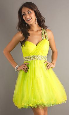 i love that bright yellow color, it goes with like everything (: