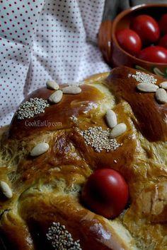 Greek Desserts, Greek Recipes, Tsoureki Recipe, Greek Easter Bread, Greek Cake, Easter Recipes, French Toast, Food And Drink, Diet