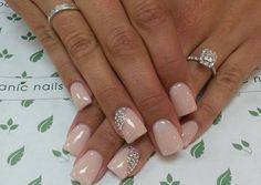 3. A menyasszonyoknak a rózsaszín-ezüst párosítás is csodásan áll