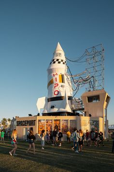 coachella art installations create a vibrant 'pop-up city' for festival-goers Coachella Festival, Art Festival, Installation Art, Art Installations, Baobab Tree, Frank Stella, Long Shadow, Art Programs, Interstellar