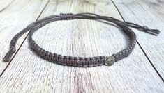 Zeitloses makramee Armband mit Swarovski Element in grau matt Swarovski, Braided Bracelets, Boho, Braids, Etsy, Leather, Jewelry, Fashion, Wristlets