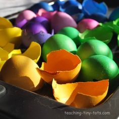 Eggshell Mosaics! Free printable too for Easter. http://www.teaching-tiny-tots.com/toddler-activities-eggshell-mosaic.html