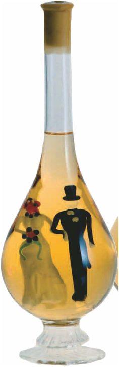 Ajándékozni szeretnél, de nem tudod eldönteni, minek örülne nászajándékként az ifjú pár? Ez a lombik alakú díszöveges bor, benne egy nászpárral kitűnő ajándék lehet minden házasulandó számára! A díszüveges bor különleges, hiszen a bor elfogyasztása után a díszüveg egy tartós, örök emlék marad. Tokaji Furmint-tal töltött üveg. Lombok, Decanter, Wine, Carafe