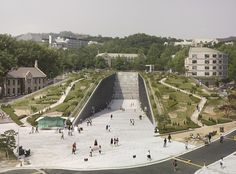 Что скрывается за природными ландшафтами: подземный кампус Университета Ихва в Сеуле