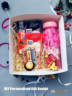 DIY Personalized Gift Baskets DIY Personalized Gift Basket For Anyone, Girlfriend, Kids, Mom Etc - Owe Crafts Diy Gift Baskets, Christmas Gift Baskets, Diy Christmas Gifts, Creative Gift Baskets, Santa Christmas, Diy Gifts For Friends, Friend Birthday Gifts, Best Friend Gifts, Birthday Presents