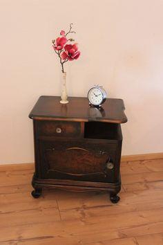 Vintage Kommode dunkel-braun (2 x vorhanden) Rechts Nachttisch Nachtschrank Chippendale Barock Nightstand, Table, Etsy, Furniture, Home Decor, Vintage Dressers, Baroque, Darkness, Brown