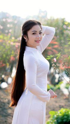 Dextro ™ asian beauties in 2019 vietnamese dress, beautiful asian girls, be Vietnamese Traditional Dress, Vietnamese Dress, Traditional Dresses, Beautiful Long Hair, Beautiful Asian Women, Ao Dai, Indian Beauty, Asian Woman, Long Hair Styles