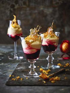 - Recetas Food and Travel Recipe blackberries with spiced wine and champagne syllabub Xmas Desserts, Dinner Party Desserts, Frozen Desserts, Just Desserts, Xmas Food, Christmas Cooking, Christmas 24, Food And Travel Magazine, Mousse