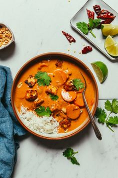 Basic ingredients, BIG flavor, lots of protein options for vegan, vegetarian, and meat eaters! Curry Recipes, Veggie Recipes, Indian Food Recipes, Vegetarian Recipes, Vegan Vegetarian, Healthy Recipes, Pescatarian Recipes, Veggie Food, Paleo