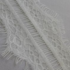 White Chantilly lace 2.6 wide ( 3 yards 23kr)