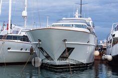 #DESCRIZIONE #UNITA'    Costruttore:Cantieri di Pisa #S.p.a.  Modello: Akhir #105  Tipologia : #Motore  Categoria: #Fly  Materiale #costruzione: #P.R.F.V.  Anno #costruzione: #2008  Lunghezza #(f.t.): #27,59  Larghezza #(f.t.): #7,07  Dislocamento #(T):108  Trasmissione: Linea ... #annunci #nautica #barche #ilnavigatore