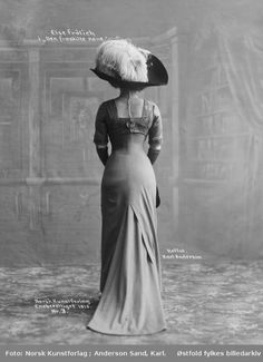 "ladylabsinthe:  "" Actress Else Frölich, 1910, via DigitalMuseum.no  """