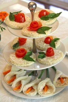 Tea Sandwiches:Strawberry and Calla Flower. In addition to the Rose and Lily Garden Tea Sandwiches with Cream Cheese. Tea Sandwiches, Finger Sandwiches, Tea Recipes, Cooking Recipes, Party Recipes, Healthy Recipes, Tapas, Afternoon Tea Parties, Snacks Für Party