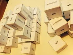 wir erwürfeln uns Verben! Würfel mit Personalpronomen, Wortstämmen und Endungen!