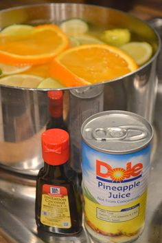 Citrus Potpourri  Se você é um fã do cheiro cítrico, então este é o truque para você! Faça a sua própria potpourri pela mistura de fruta fatiada (como laranjas e limões), suco de abacaxi, óleo de coco (se queria), e água e, em seguida, deixe ferver todo o dia. Voila, você tem um lote de grande potpourri cheiro citrino