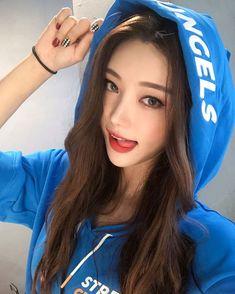 ( *`ω´) ιf you dᎾℕ't lιkє Ꮗhat you sєє❤, plєᎯsє bє kιnd Ꭿℕd just movє ᎯlᎾng. Korean Beauty, Asian Beauty, Looks Pinterest, Foto Pose, Asia Girl, Beautiful Asian Women, Girl Face, Ulzzang Girl, Asian Woman