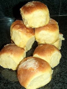 PÃO DOCE Pastry Recipes, Cake Recipes, Cooking Recipes, Brunch Recipes, Sweet Recipes, Flan Dessert, Sweet Dinner Rolls, Pan Bread, Portuguese Recipes