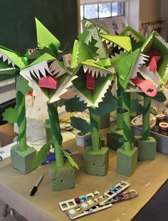 Currier Museum Art Center student (Manchester, NH) creates art during one of… Rainforest Crafts, Rainforest Project, Rainforest Activities, Jungle Crafts, Jungle Art, Craft Activities, Rainforest Theme, 3d Art Projects, Projects For Kids