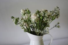 Country style flowers in jug Wedding Bouquets, Wedding Flowers, Country Style, Beautiful Flowers, Floral Design, Passion, Vase, Wedding Ideas, Home Decor