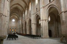 Interior de la Iglesia Abacial de Fossanova (Italia)