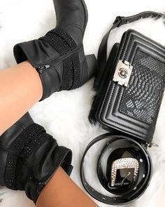 """21 mentions J'aime, 3 commentaires - Lena Gomes (@miss.lenagomes) sur Instagram: """"As minhas botas da loja Graceland e a minha mala da Zebra. #lovezebra #graceland #botas #malas…"""" Graceland, Chanel Boy Bag, Shoulder Bag, Boys, Instagram, Fashion, Shoes, Baby Boys, Moda"""
