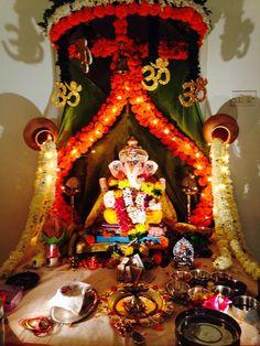 Ganpati Decoration Images, Flower Decoration For Ganpati, Flower Decorations, Diwali Decorations At Home, Festival Decorations, Home Flower Decor, Flower Art, Diy Home Crafts, Decor Crafts