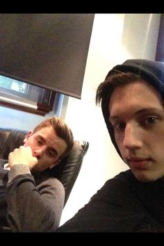 """""""Look who's popped into the studio!! #CONNIEFRANNIE"""" -Troye Sivan """"*casually looks extremely sleep deprived*"""" -Connor Franta"""