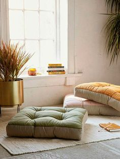 Expert Tips to Design Your Own Meditation Space Pallet with cushion seat. Maybe to heavy? How to Create the Perfect Meditation Space – Keep it Simple Meditation Corner, Meditation Rooms, Zen Meditation, Yoga Rooms, Home Yoga Room, Meditation Cushion, Sala Zen, Living Room Decor, Living Spaces