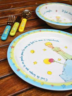 Le Petit Prince dishes to go with the tea set : le jaune rehausse bien l'ensemble/ le bord étoilé est intéressant