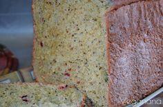 Pão caseiro é tudo de bom. Além de ser uma delícia ainda é mais econômico, saudável e nutritivo porque você tem a certeza dos ingredient...