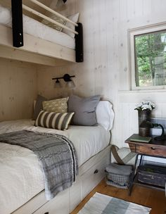 Get cottage guest room and bedroom decorating ideas! Create a beautiful space for your cottage guests to stay with ideas from our design editors. Cottage Plan, Cottage Living, Cozy Cottage, Cottage Homes, Lake Cottage, Cottage Ideas, Home Bedroom, Bedroom Decor, Plan Chalet